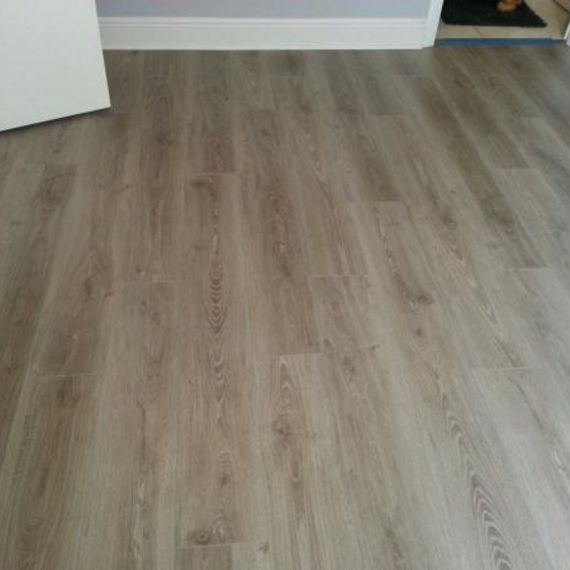 New York Oak V4 8mm Laminate Flooring
